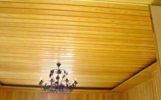Виды отделки потолков в деревянном доме