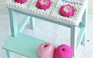 Вязание подушки крючком из квадратных мотивов