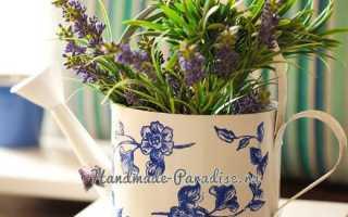 Декупаж садовой лейки для украшения сада