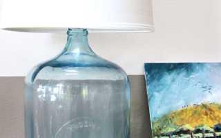 Оригинальный светильник из упаковки пластиковых ложек и баклажки