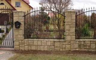 Забор с кирпичными столбами — варианты и особенности строительства