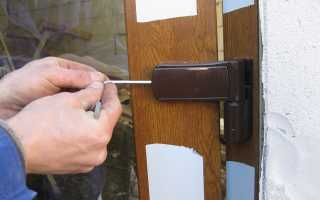 Не закрывается пластиковая дверь: что делать и как отрегулировать?