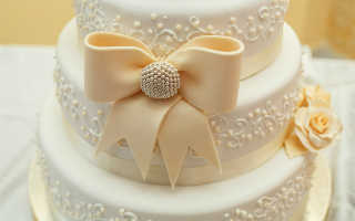 Розы из сахарной мастики для свадебного торта