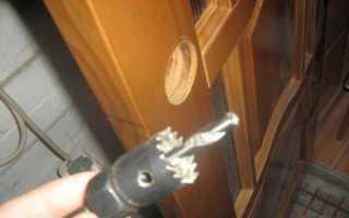 Как поставить замок на межкомнатную дверь